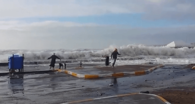 Woman and dog hit by surprise wave in Tramore Co Waterford SAFETY WARNING YouTube