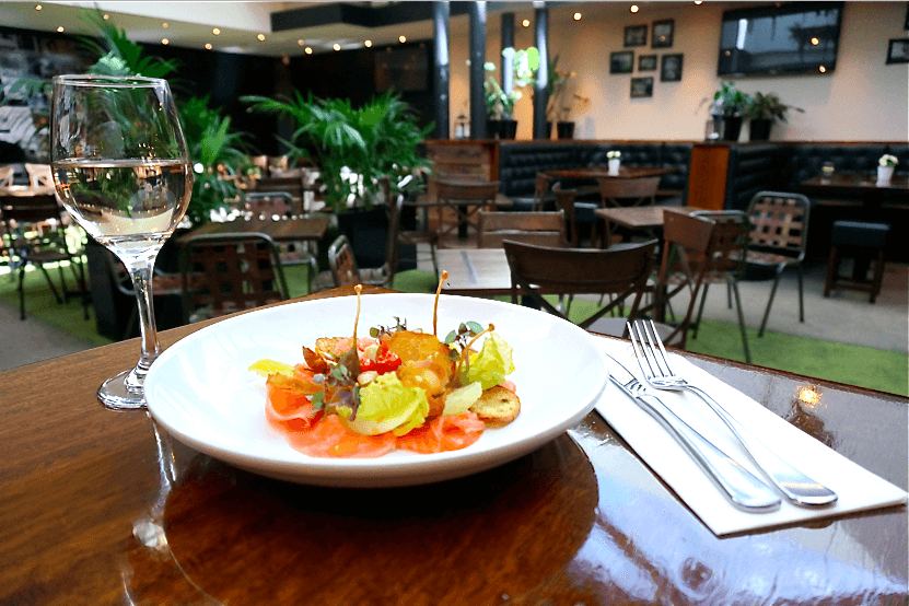Pub and Restaurant Review for Cat and Fiddle Hotel BALMAIN